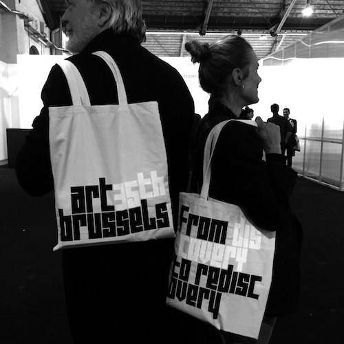 Application of Art Brussels' logo on tote bags