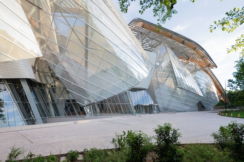 View of the building of Fondation Louis Vuitton by day