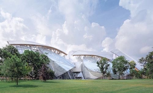 A distanced view of the Fondation Louis Vuitton