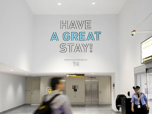 Poster wishing a great stay to passengers in Jfk Terminal 4