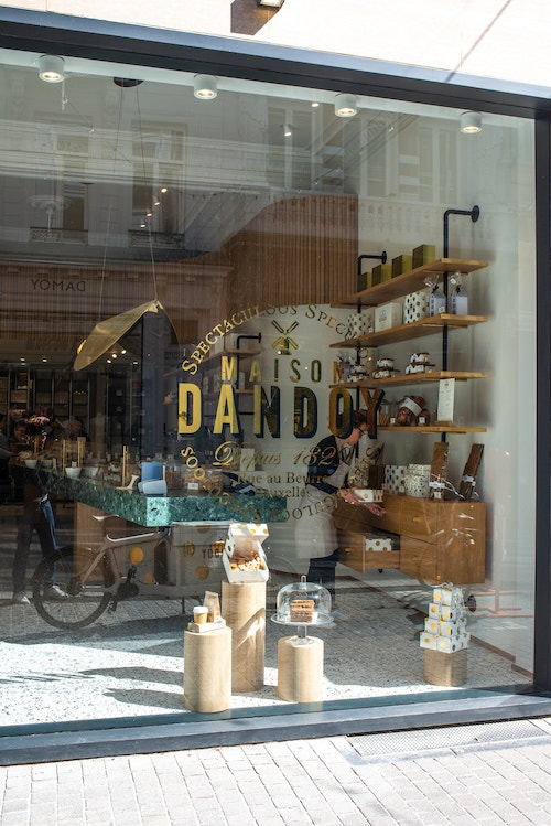 Maison Dandoy overview of the store in Louise Brussels