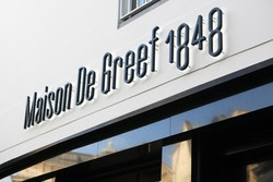 Application of the new logo for Maison de Greef on the signage of the store facade