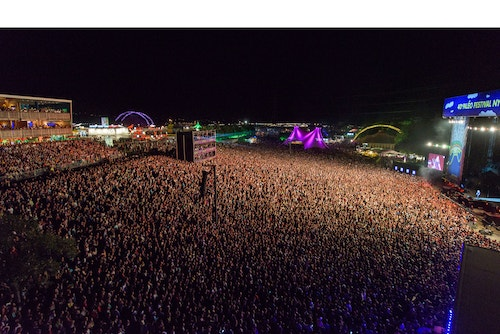 Large view of the crowd during the Paleo Festival at night