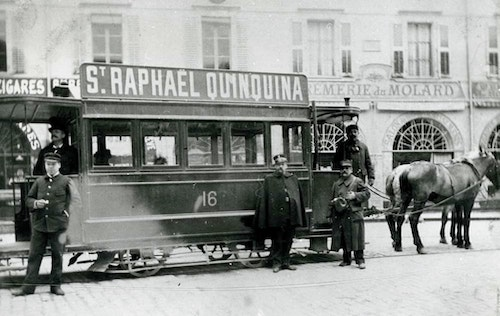 Old black and white picture of the public transports in Geneva